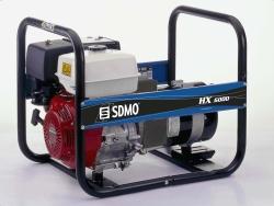 HX 6000 C Серия INTENS Частота, Гц 50 Максимальная мощность LTP (кВт) 6 Номинальное напряжение (В) 230 Количество фаз Однофазный Топливо Бензин Резервуар (л) 6.10 Расх. 75% (л/ч) 2.50 Запас хода 75% (ч) 2.44 Гарантированный уровень звукового давления LwA дБ(A) 100 Уровень звукового давления при 1м дБ(A) 86 Уровень звукового давления при 7м дБ(A) 72 ХАРАКТЕРИСТИКИ ДВИГАТЕЛЯ Марка двигателя HONDA Обозначение двигателя GX390 Распределение Верхнеклапанный Запуск Пускатель Безопасность обращения с маслом Oui Объем цилиндра (см3) 389 Емкость по маслу, л 1.10 ОСОБЕННОСТИ ГЕНЕРАТОР Технология Без кольца и щетки Регулирование AVR Нет Класс защиты IP 21 Класс изоляции H Собственности, отчужденной и коробки 1 розетка 230В 10/16A - выключатель + 1 розетка 230В 32A - выключатель РАЗМЕРЫ И ВЕС Длина (см) 71.50 Ширина (см) 57 Высота (см) 59 Вес нетто (кг) 75